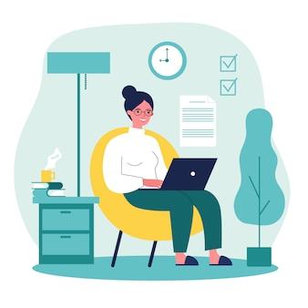 Szczęśliwy niezależny pracownik pracuje z laptopem w domu