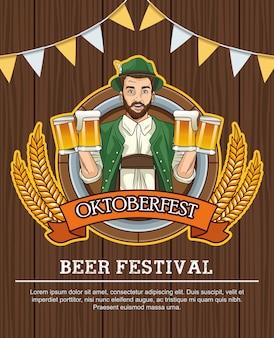 Szczęśliwy obchody oktoberfest z niemcem picia piwa w drewnianym tle