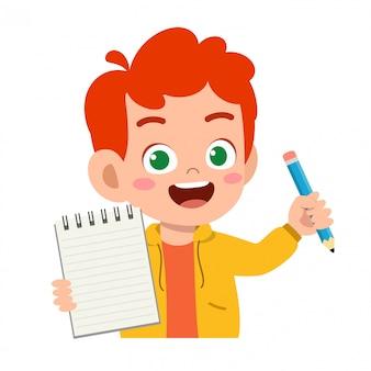 szczęśliwy śliczny małe dziecko chłopiec chwyta notatnik i ołówek