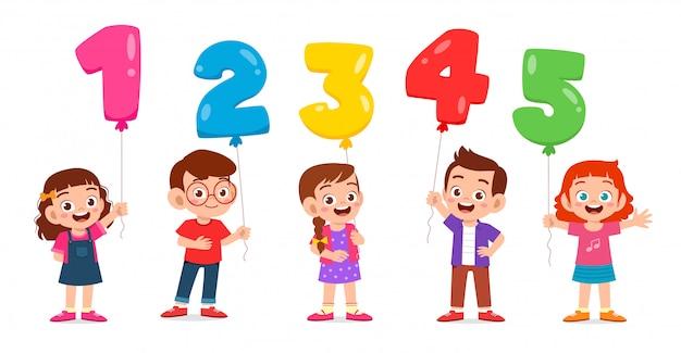 Szczęśliwy słodkie dzieci chłopiec i dziewczynka gospodarstwa ballon tekst
