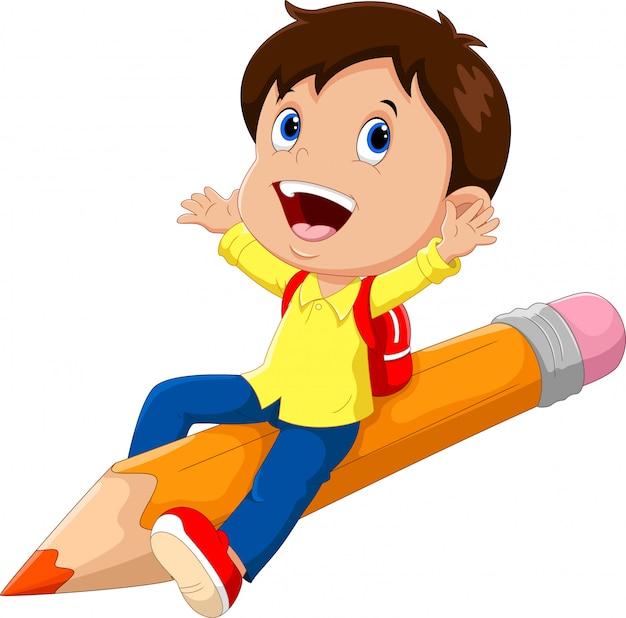 Szczęśliwy szkolny chłopiec obsiadanie na ołówku