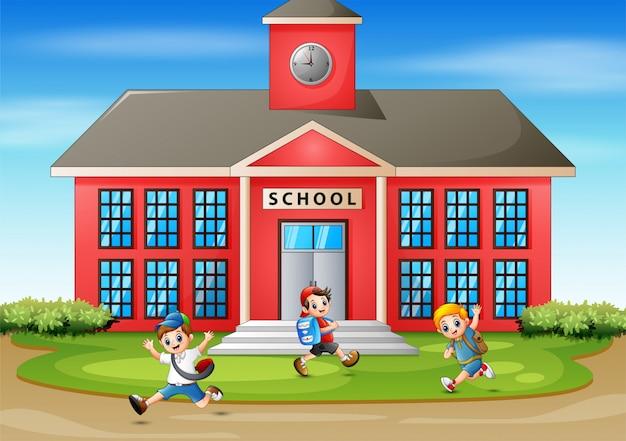Szczęśliwy uczeń idzie do szkoły