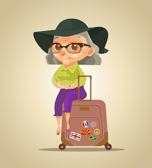 Szczęśliwy uśmiechający się stara turystyczna postać babcia siedzi na workach