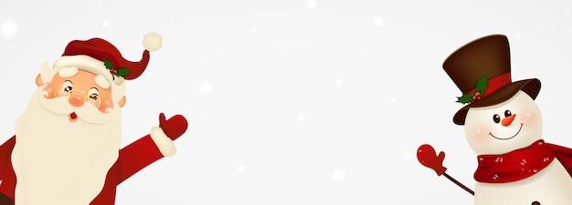 Szczęśliwy uśmiechnięty święty mikołaj i słodki bałwan z szyldem, banerem reklamowym. postać z kreskówki świętego mikołaja z białej kopii przestrzeni. boże narodzenie tło. ilustracja.