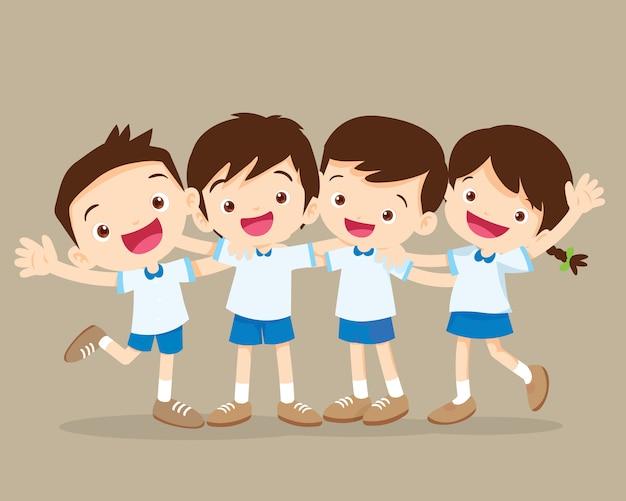 Szczęśliwy uśmiechnięty ucznia przytulenie