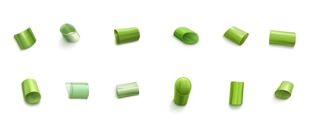 Szczypiorek pokrojone plastry zielonej cebuli lub czosnku na białym tle zestaw. świeża wiosenna zieleń, posiekane zioła, naturalne organiczne liście allium, warzywo pora, realistyczna ilustracja 3d
