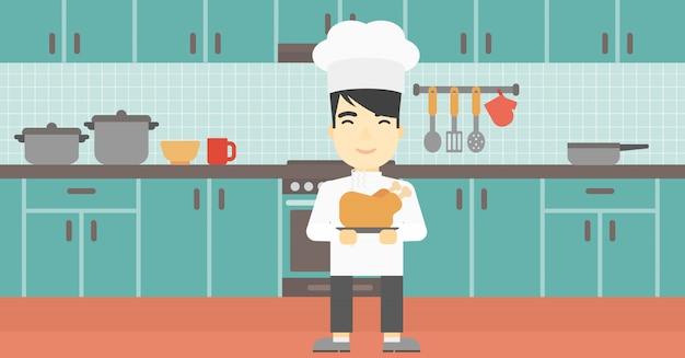 Szef kuchni trzyma pieczonego kurczaka.
