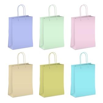 Sześć pustych papierowych toreb na zakupy w pastelowych kolorach