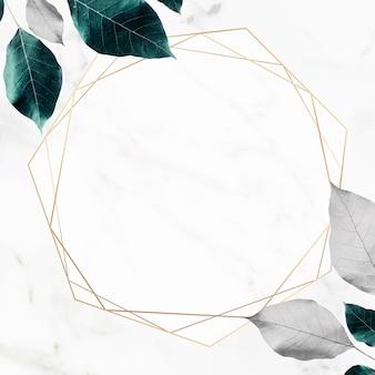 Sześciokątna złota rama na metalicznym tle liści