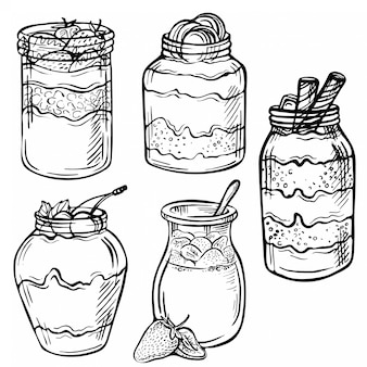 Szkic atramentu ręcznie rysowane doodle ilustracja jogurt z truskawkami, czekoladą, wiśnią.