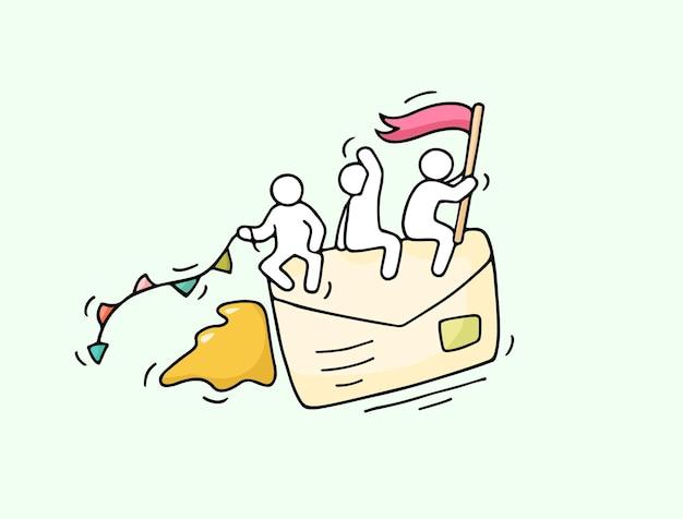 Szkic pracujących małych ludzi z latającą kopertą. kreskówka