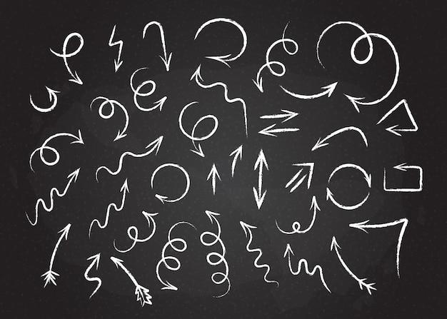 Szkicowy grunge strzałki zestaw ilustracji wektorowych. skręcone i zwinięte ręcznie rysowane strzałki w stylu kredy