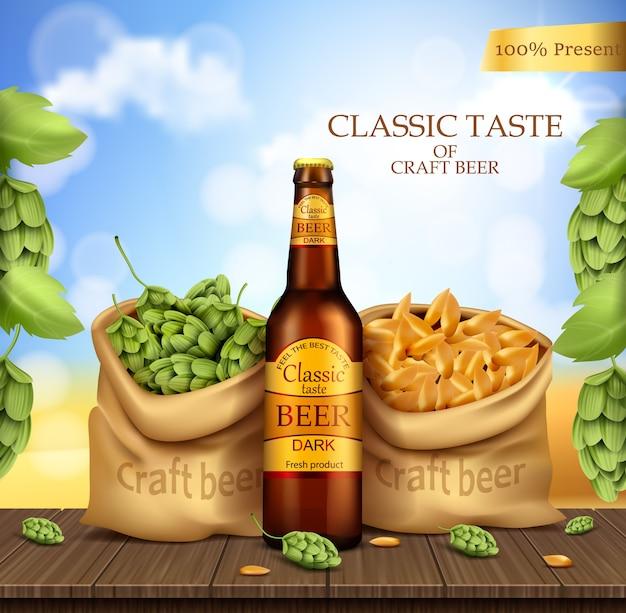 Szklana brązowa butelka z kuflem piwa