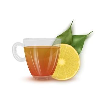 Szklana filiżanka, herbata z cytryną na białym tle