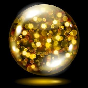 Szklana kula wypełniona złotymi świecącymi iskierkami z efektem bokeh. kula ze złotymi błyskami, blaskami i cieniem
