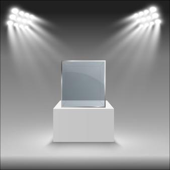 Szklana wizytówka wystawy w kształcie sześcianu.