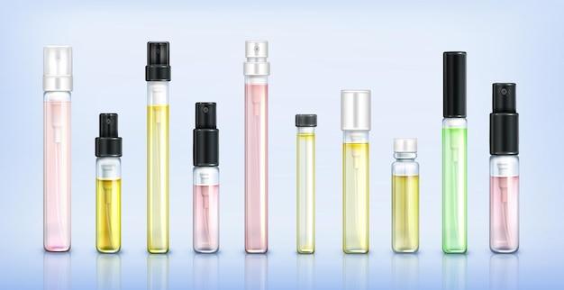 Szklane butelki z testerem perfum próbka zapachu w przezroczystych tubach z czarno-białymi nasadkami w sprayu na niebiesko