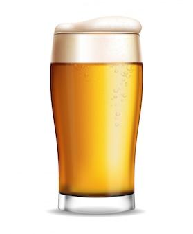 Szklanka do piwa na białym tle