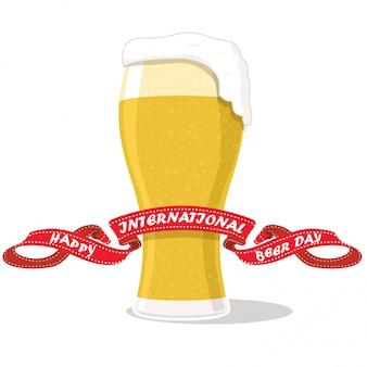 Szklanka piwa na białym tle