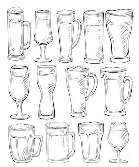 Szklanki do piwa i kubki. szkic zestaw szklanek piwa i kubki w stylu ręcznie rysowane tuszem. zestaw obiektów piwa. rysunek odręczny
