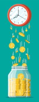 Szklany słoik pieniędzy, złote monety spadające z zegarów. zapisywanie monety dolara w skarbonce. wzrost, dochód, oszczędności, inwestycje. bankowość, czas to pieniądz. bogactwo, sukces biznesowy. płaska ilustracja wektorowa
