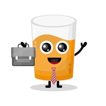Szklany sok działa uroczą maskotką postaci