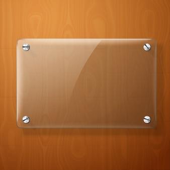 Szklany talerz dla twoich znaków, na drewnianym tle.