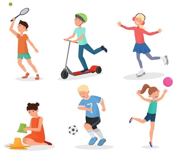 Szkolne dzieci bawiące się i uprawiające sport