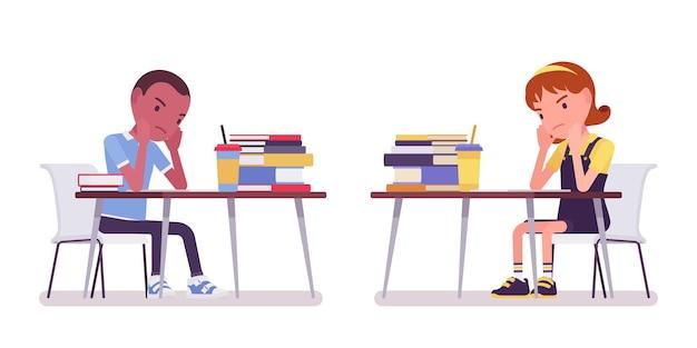 Szkolny chłopiec i dziewczynka przy biurku zmęczony nauką. smutne, urocze małe dzieci zajęte lekcjami, aktywne małe dzieci, mądrzy uczniowie szkół podstawowych w wieku od 7 do 9 lat. ilustracja kreskówka wektor płaski