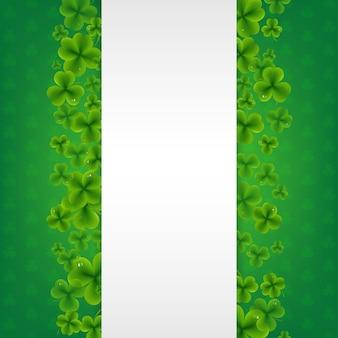 Sztandar z koniczyny zielonym tłem.