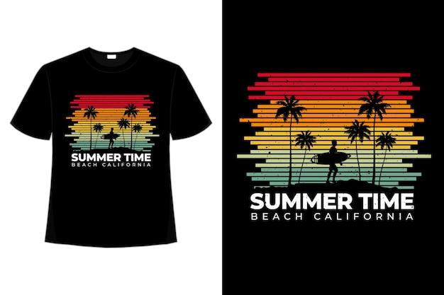 T-shirt z linii w stylu retro na plaży w kalifornii