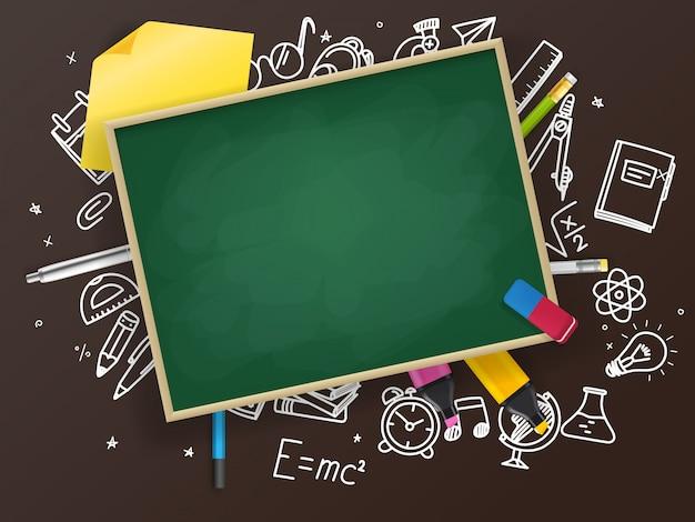 Tablica szkolna z różnymi materiałami edukacyjnymi