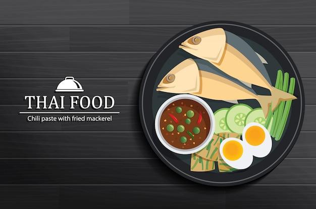 Tajlandzki jedzenie w naczyniu na drewnianym stołowym odgórnym widoku.
