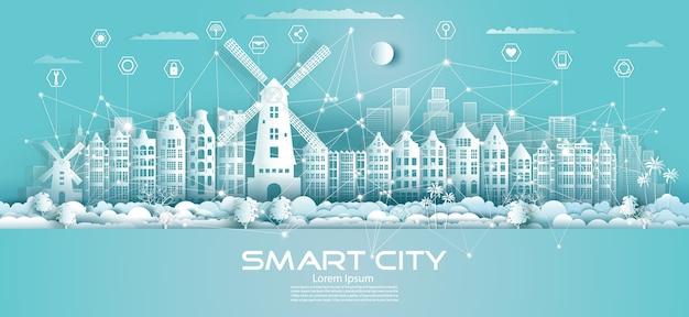 Technologia komunikacji w sieci bezprzewodowej inteligentne miasto z ikoną w wieżowcu w centrum holandii na niebieskim tle, futurystyczne zielone miasto i panorama.