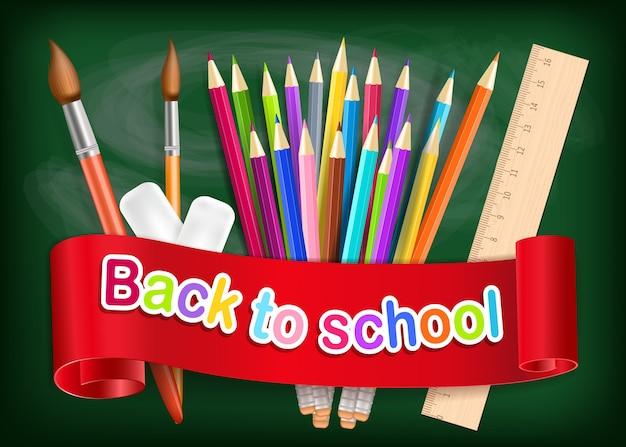 Tęczowe ołówki, pędzel i gumka na zielonej tablicy