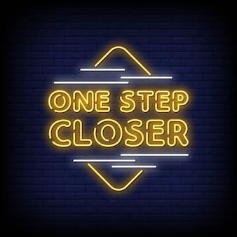 Tekst w stylu znaki neonowe o krok bliżej