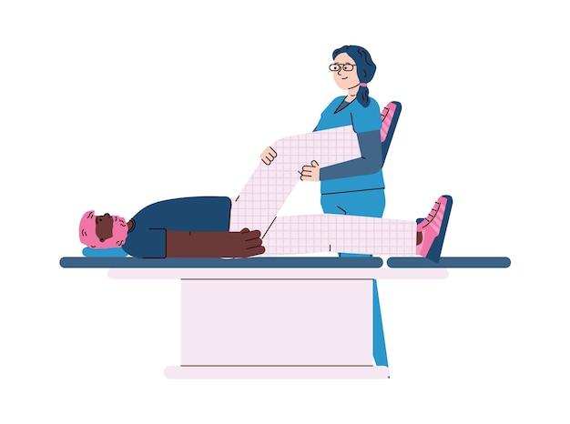 Terapeuta pomagający pacjentowi pokonać procedurę rehabilitacji ruchowej