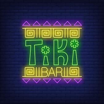 Tiki bar neon tekst z etnicznym ornamentem