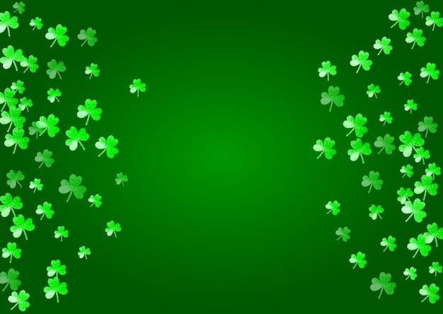 Tło dzień świętego patryka z koniczyną. szczęśliwe konfetti w kształcie trójliści. brokatowa ramka z liści koniczyny.