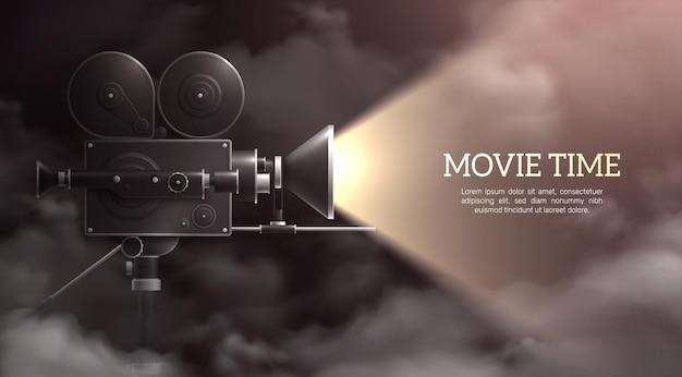 Tło kamery z kompozycją realistycznego ciemnego nieba i profesjonalnej kamery z włączonym światłem i tekstem