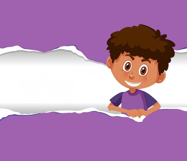 Tło szablonu projekt z szczęśliwym chłopiec na purpurowym papierze