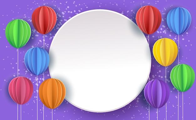 Tło uroczysty z papierowymi balonami