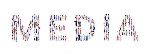 Tłum biznesmeni zbieranie w kształcie mediów słowo mix wyścig mężczyźni kobiety przypadkowi ludzie grupa stojących razem społeczność koncepcja pełnej długości poziomej