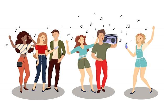 Tłum młodych mężczyzn i kobiet posiadających smartfony i sms-y, rozmawiający, słuchający muzyki, biorący selfie.