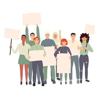 Tłum protestujących ludzi trzymających transparenty i plakaty. mężczyźni i kobiety biorący udział w spotkaniach politycznych, paradzie lub wiecu. grupa mężczyzn i kobiet protestujących lub aktywistów. ilustracja.