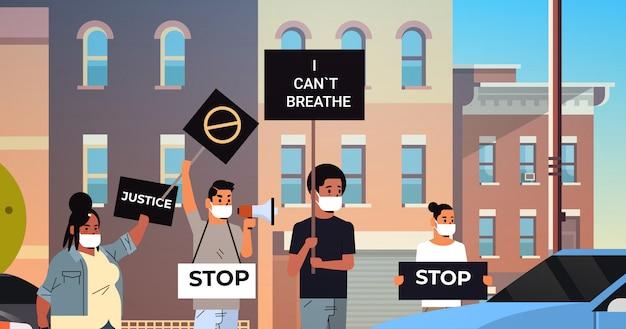 Tłum protestujących z kampanią banerów o czarnym życiu