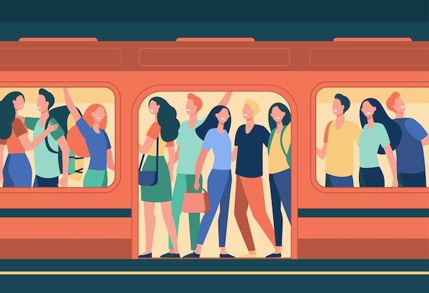 Tłum szczęśliwych ludzi podróżujących metrem. pasażerowie stojący w przepełnionym wagonie metra na stacji. ilustracja kreskówka przeludnienia, godziny szczytu, transport publiczny, osoby dojeżdżające do pracy
