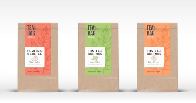 Torba papierowa z zestawem etykiet na herbatę owoce i jagody. abstrakcyjny układ projektu opakowania z realistycznymi cieniami.