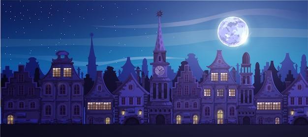 Tradycyjne europejskie stare miasto. ratusz, kaplica, domy, ulica miasta. miasto nocą, księżyc.
