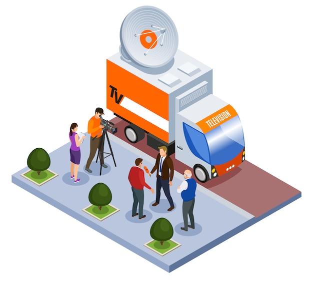 Transmitowanej telekomunikacyjnej isometric składu telewizyjny samochód dostawczy i strzelaniny drużyna pracuje outdoors wektorową ilustrację